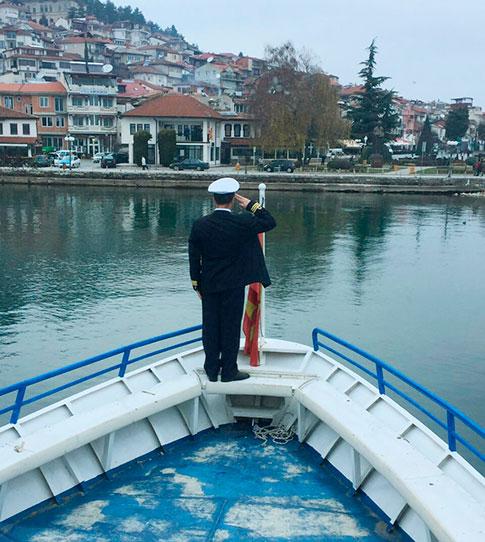 Охридските бродари достоинствено се простија од градоначалникот Стојаноски